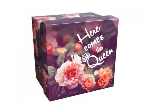 Подарочная коробка с розами Here comes the Queen
